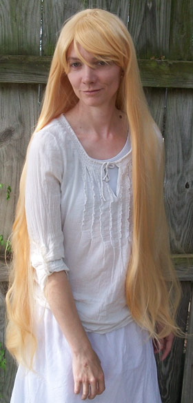 Sailor Venus cosplay wig