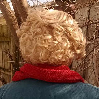 Queenie wig back view