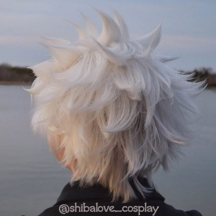 Hitsugaya cosplay and styling by @shibalove_cosplay, back view